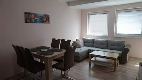 Ferienappartment in grünem Haus