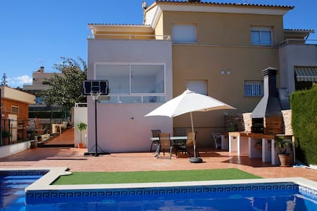 House for 8 with private pool and barbecue - Poblamar