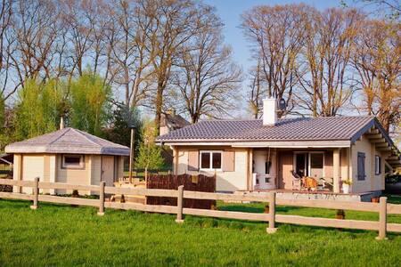 Log cabin with sauna and hot tub (Saunowisko in Krag)