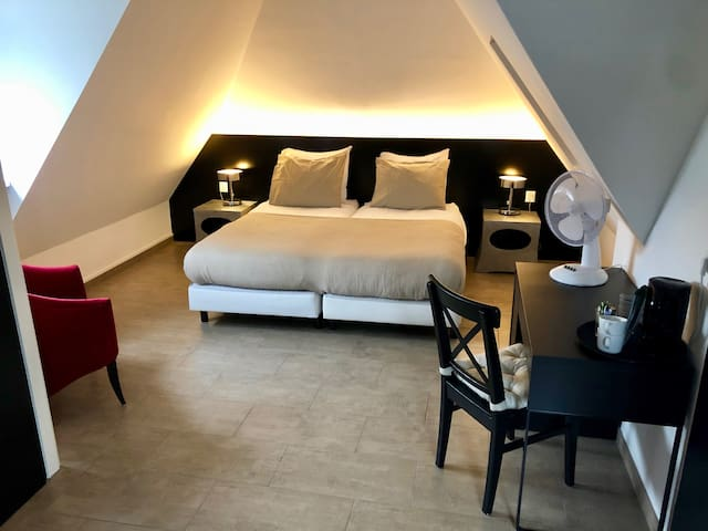 Luxury private room&bathroom 10min from Amsterdam