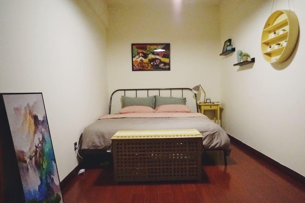 舒适双人大床卧室