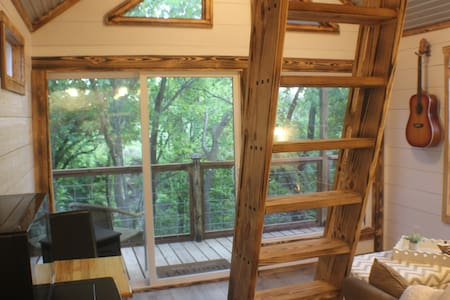 Newly Built Creekside Treehouse