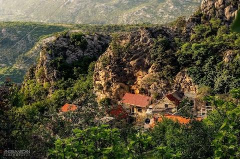 Mini Stone House for 2person in Omis-Podaspilje