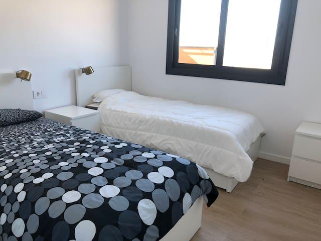 Top villa-16p-12 beds-2 swimming pools w. jacuzzi