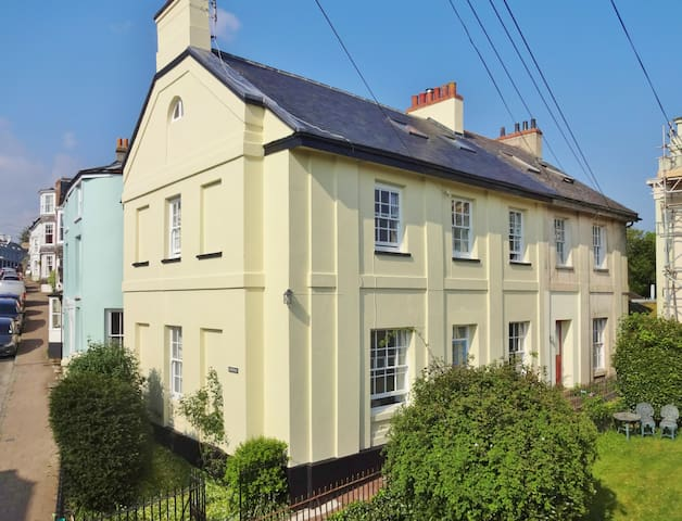 Character house near beautiful beaches & Dartmoor