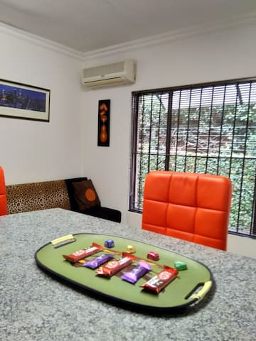 Lovely Private Apart 2 Unlimited WiFi & Full DSTV