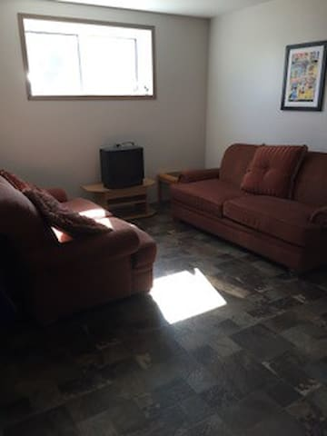 Spacious basement suite, close to downtown