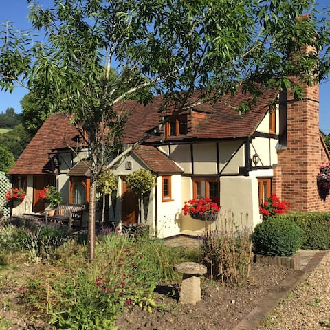1 Double room in 500 year old Oxfordshire Cottage - Lower Assendon - House
