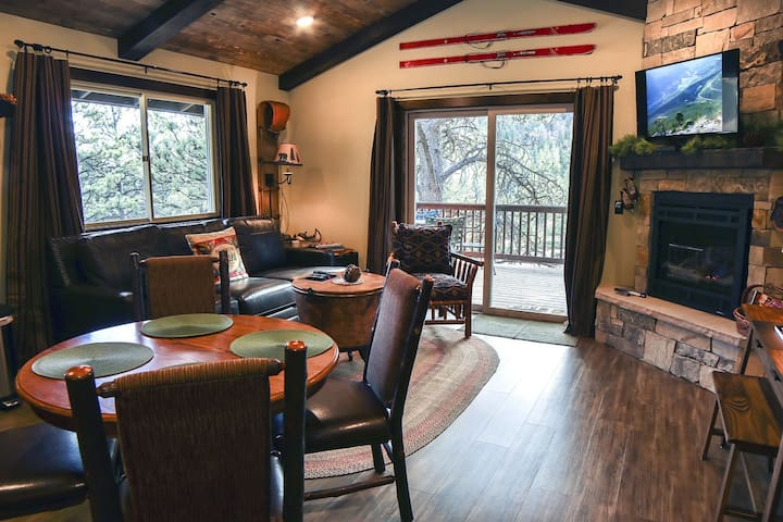 Beautifully Remodeled 1 bedroom Condo with Personal Hot tub