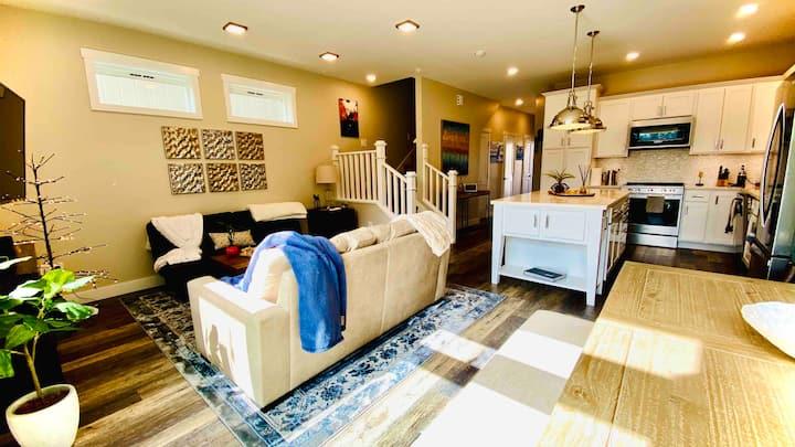 Aqua Luxury House - private suite room