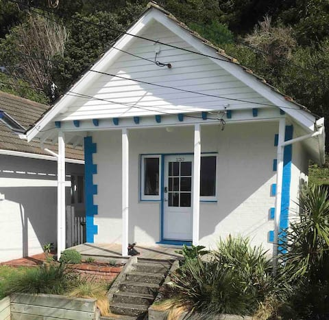 Lyall Bay - Cosy Cottage