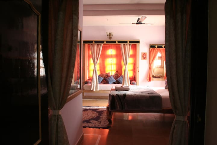 Stay near the Ancient Castle of Jaisalmer!