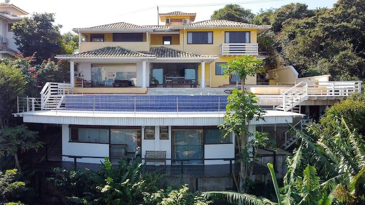 Fantástica casa na Ferradura, com vista espetacular da Praia