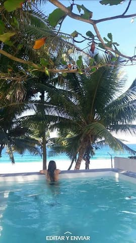 RoseNest beach front villa w/ an infinity pool - Arecibo - House