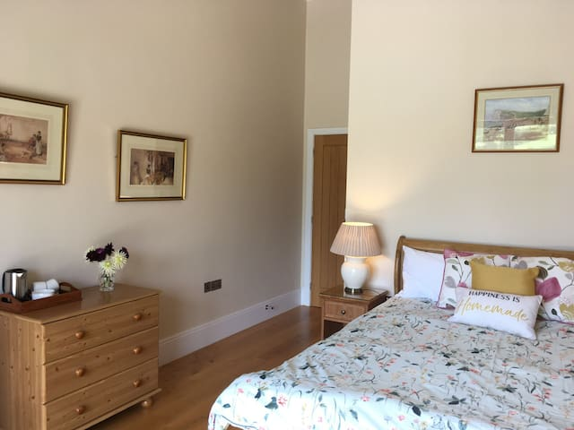 Solid Oak flooring with underfloor heating throughout gives you a wonderful, beautiful luxury feel.