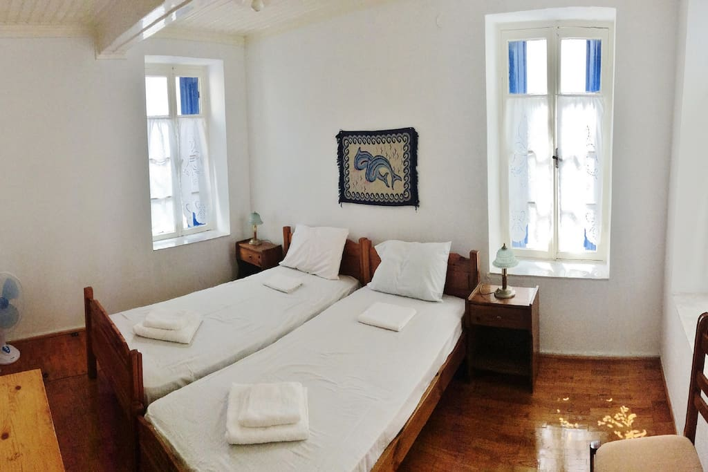 bright bedroom with 2 single beds 1rst floor