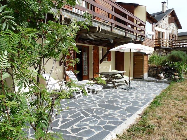 Appartement en rez de Chalet avec jardin