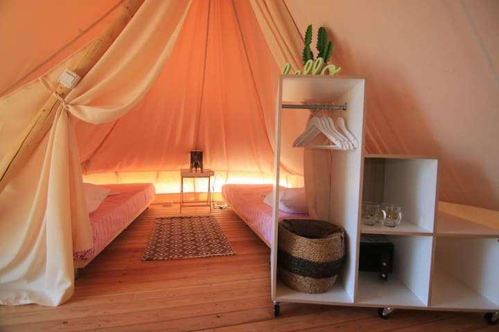 Glamping seaside  tent in camp Aloa Bol