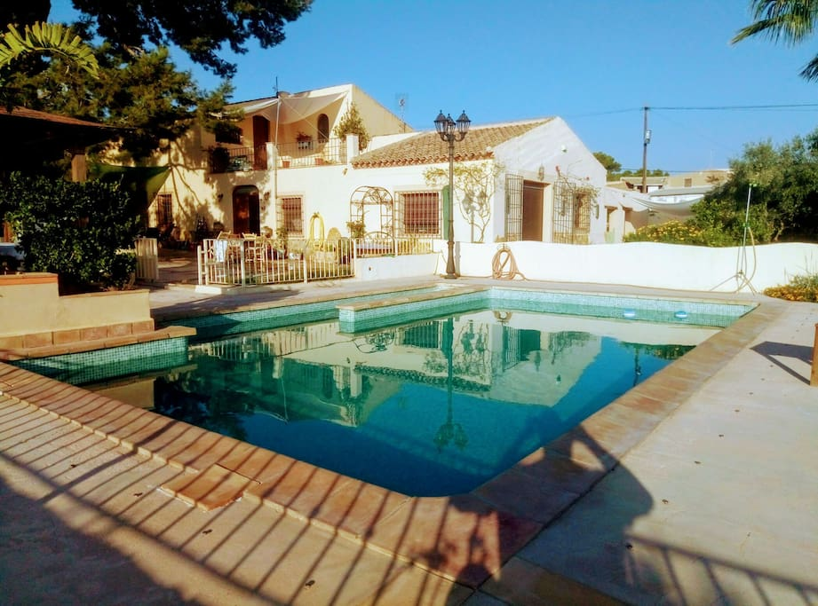 Bungalow la vie en roses guest houses louer for Nudiste piscine