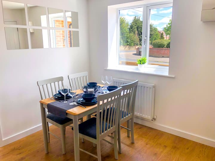Low Cost, Pet Friendly 4 Bed + Parking (02)