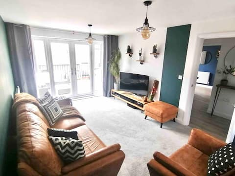 Large detached 2 bed new-build with mountain view