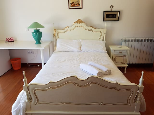 Up to 3 rooms in Feira