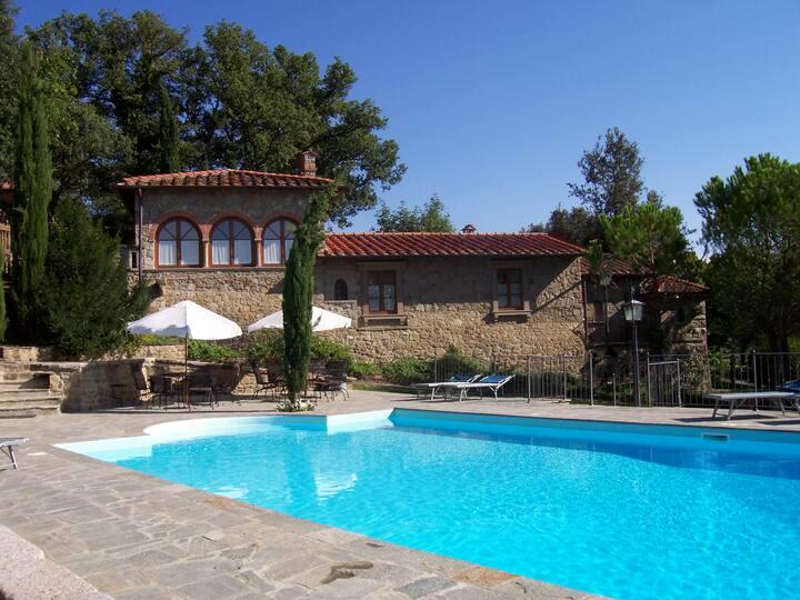 Exclusive villa with pool and indoor jacuzzi