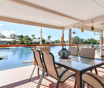 Idyllic Mooloolaba   Two bedder  on Canal .