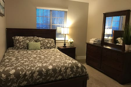 Amazing views. Private room. Queen size.Brand new. - Provo - Townhouse