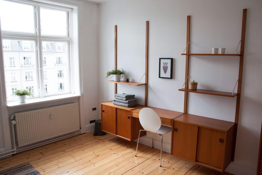 Space for internet browsing, reading or work.