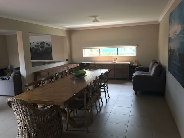 Great for families 800m walk to beach .