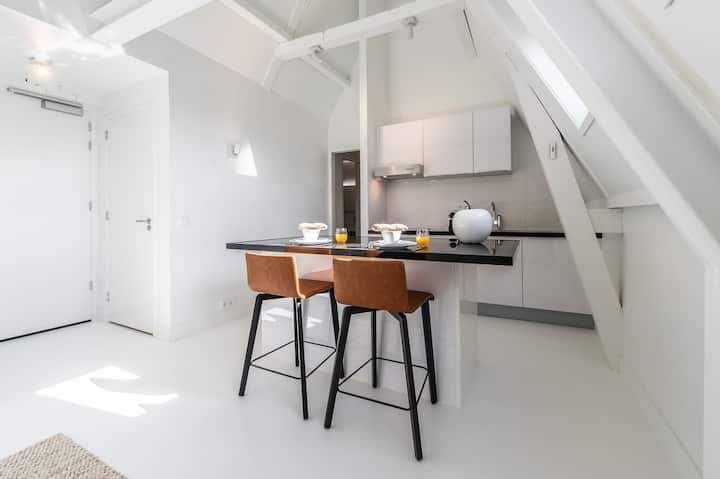 Peaceful One-Bedroom Apt at Yays Zoutkeetsgracht