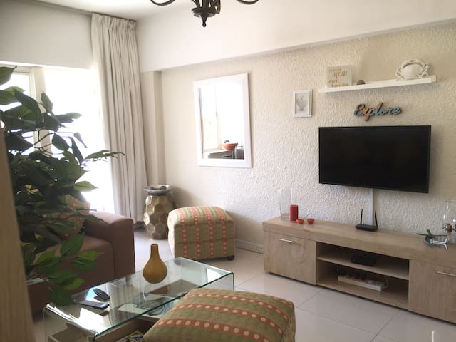 BEACH & Shopping BABE- Large PATIO 1Bedroom