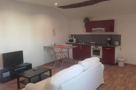 appartement meublé 45m2 - Bourg-Saint-Christophe - Byt