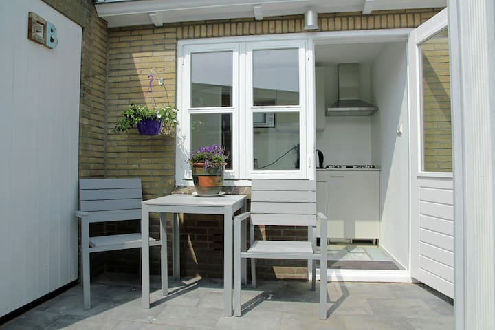 Cosy little holiday home right by the white dunes of Egmond aan Zee