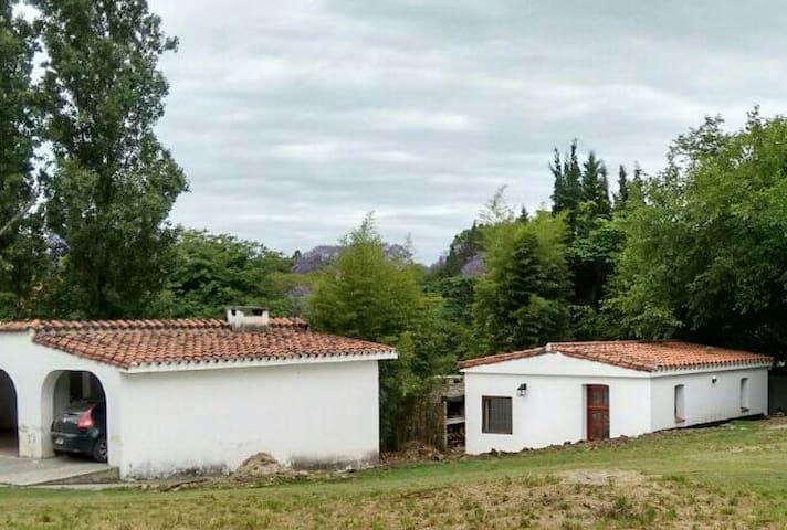 Casa en entorno tranquilo y excelente ubicacion - Villa Allende - บ้าน