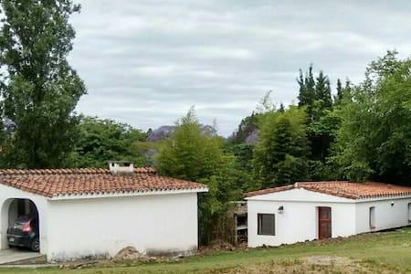 Casa en entorno tranquilo y excelente ubicacion - Villa Allende - House