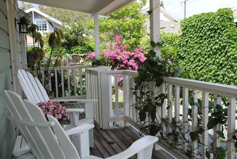 Comfortable and quaint cottage conveniently located close to downtown SB!