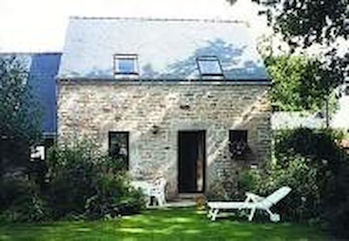 Petite maison en pierres - La Vraie-Croix - Casa
