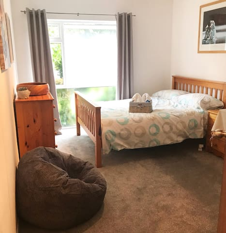 Comfortable & cozy room, 15 mins to central London