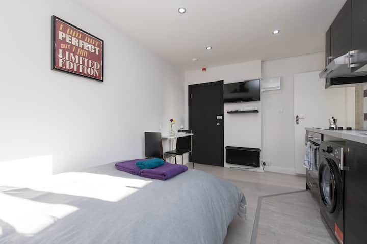 Comfy studio only 2 min walking from tube station