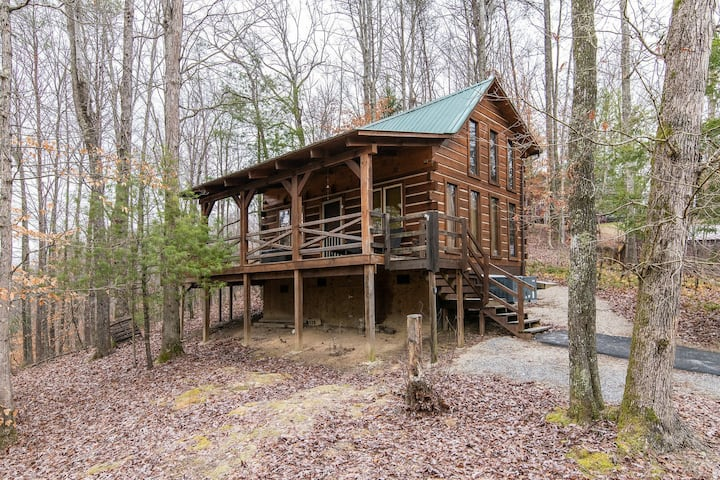 Hot Tub & Satellite - Small Family Cabin - Hillside Loft - Red River Gorge, KY!