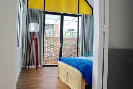 Garden-view bedroom & kitchen - 5 MINs from BEACH