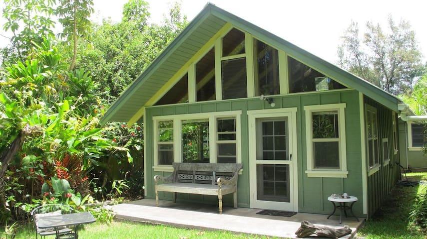 Hawaiian Tropical Hideaway Cottage