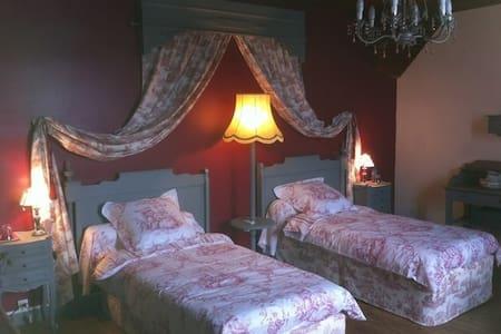 la villa bleue chambre NANA - Mauléon