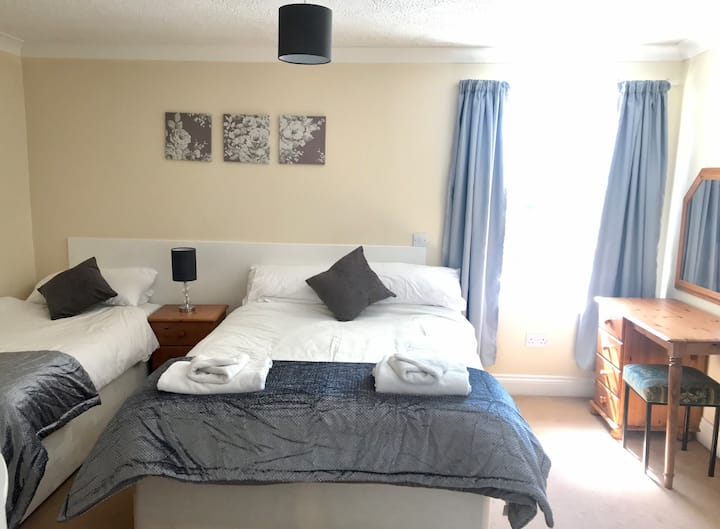 En-suite bedroom sleeps 3