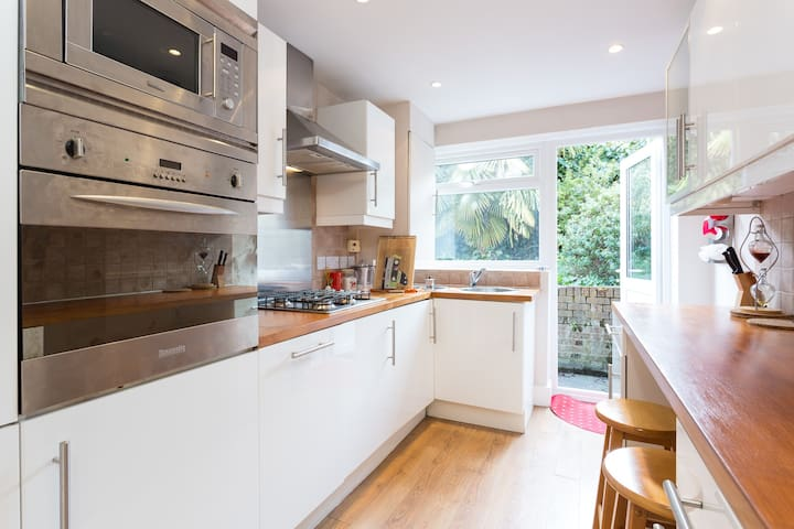 1 bed apartment in London - West Acton - Lontoo