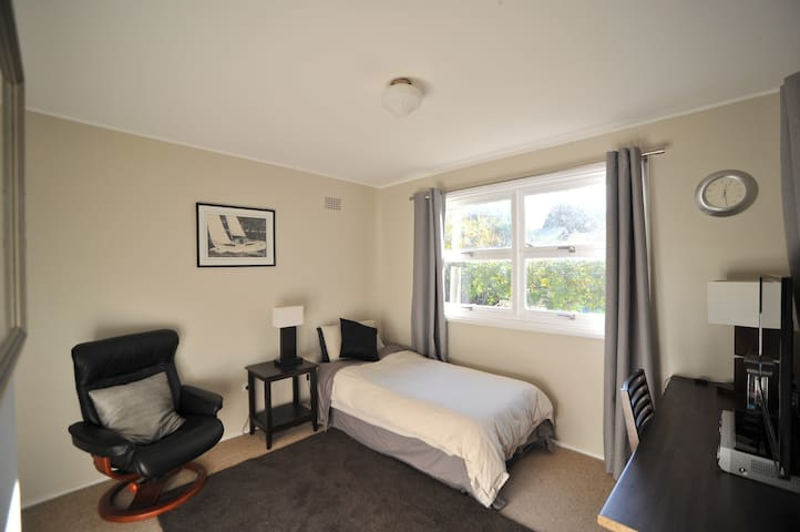 Private & Peaceful Studio Room with Ensuite - Roseville