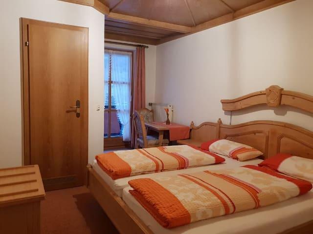 Pension/Ferienwohnungen Ludwig (Rimbach), Doppelzimmer 18 mit Terrasse und Blick in die Natur