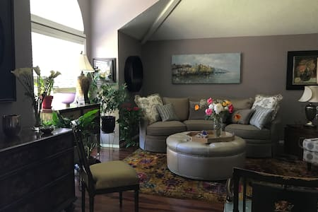 Becca's - Elegant home away from home!
